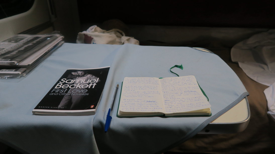 Beckett y cuadernillo de notas transiberianas.