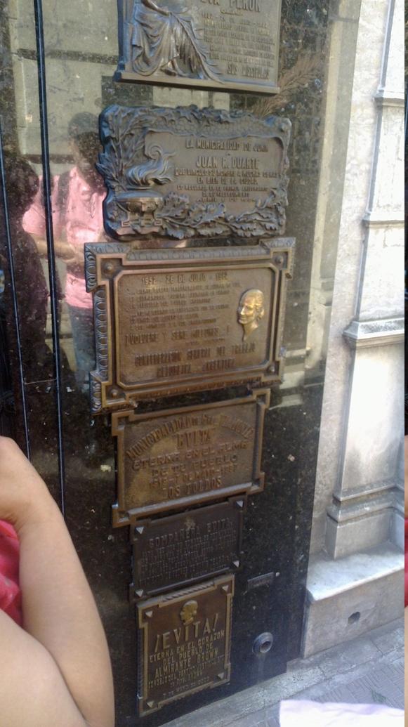 Mausoleo de la familia Duarte, donde yacen los restos de Evita Perón.