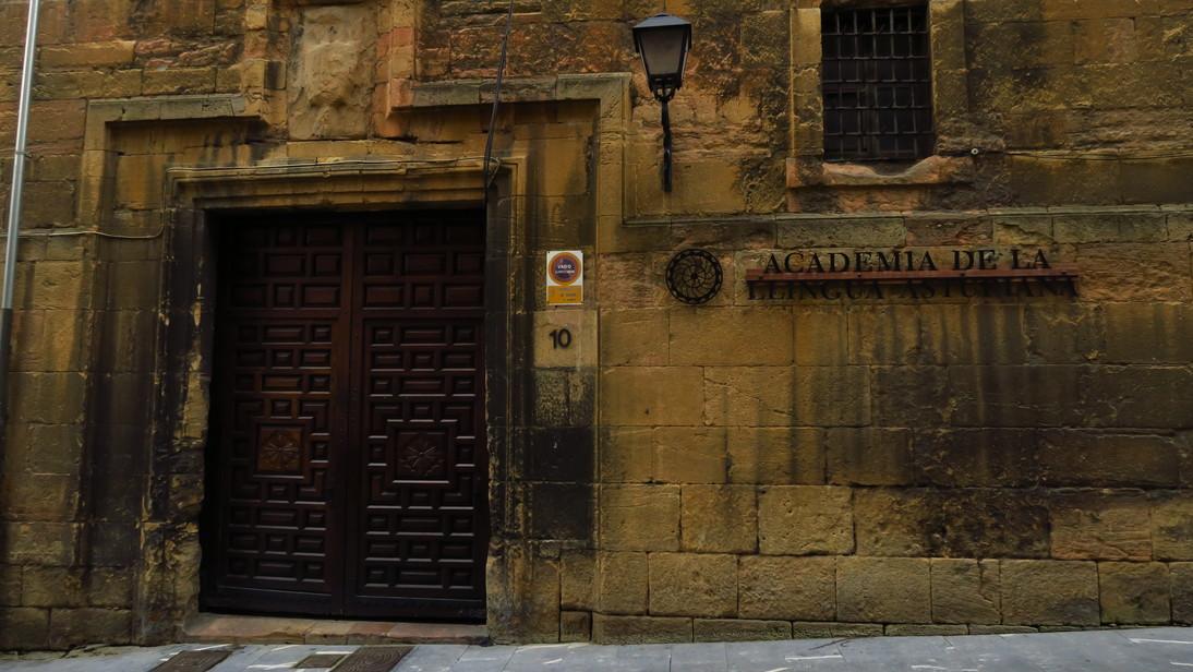 Academia de la llingua asturiana