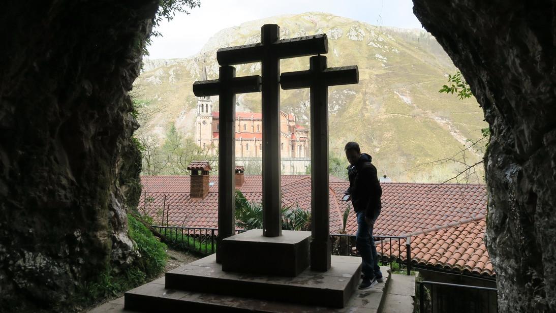 Basílica desde la Santa Cueva de Covadonga.