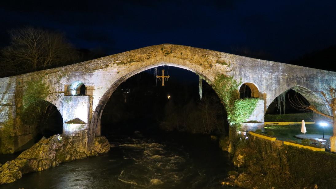 Puente romano sobre el río Sella.