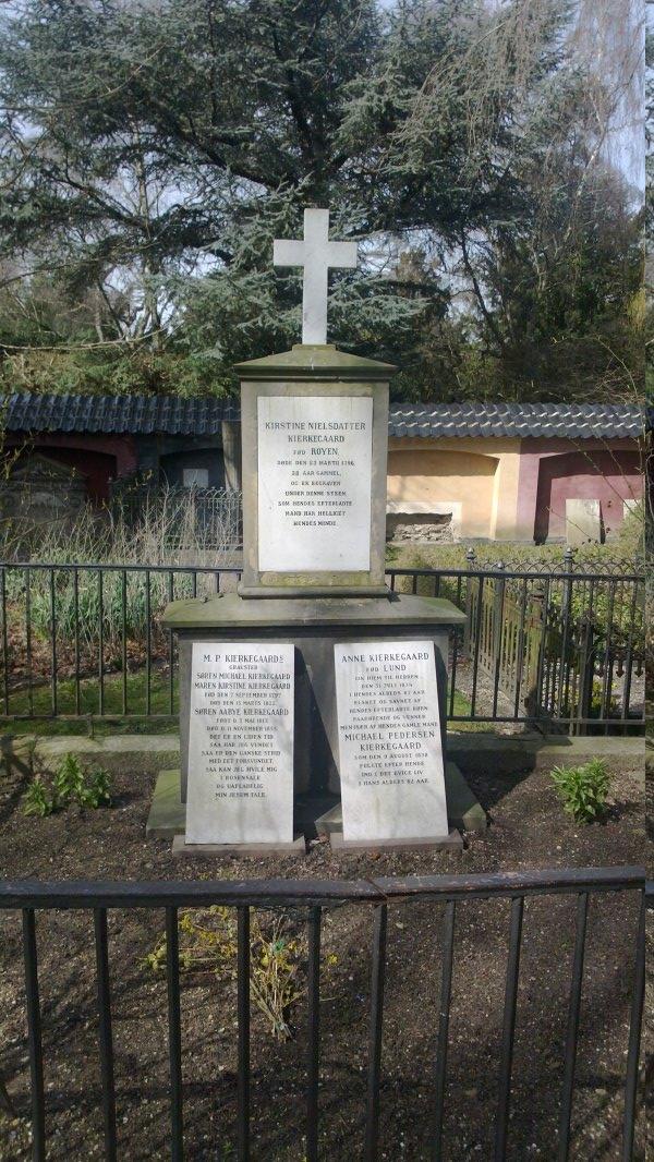 Tumba de Søren Kierkegaard y familia.