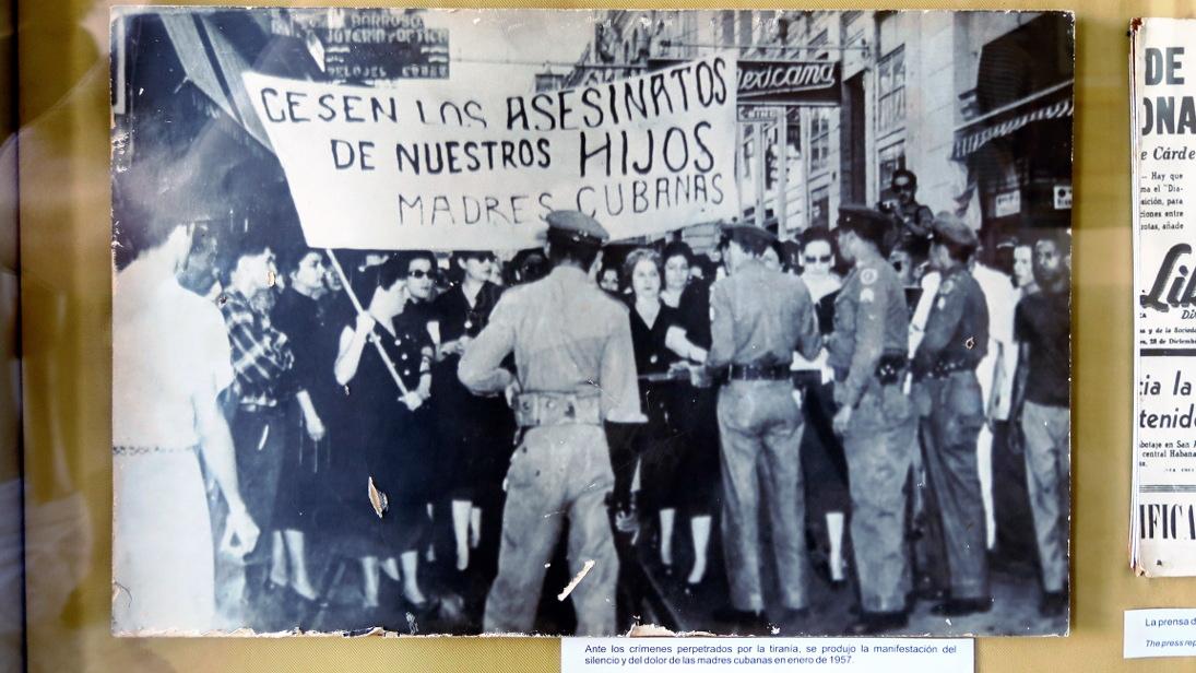 Protesta de madres durante la dictadura de Batista.