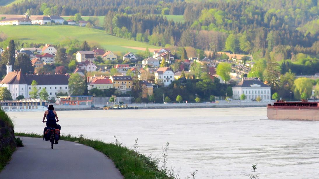 Paula enfrentando al Danubio.