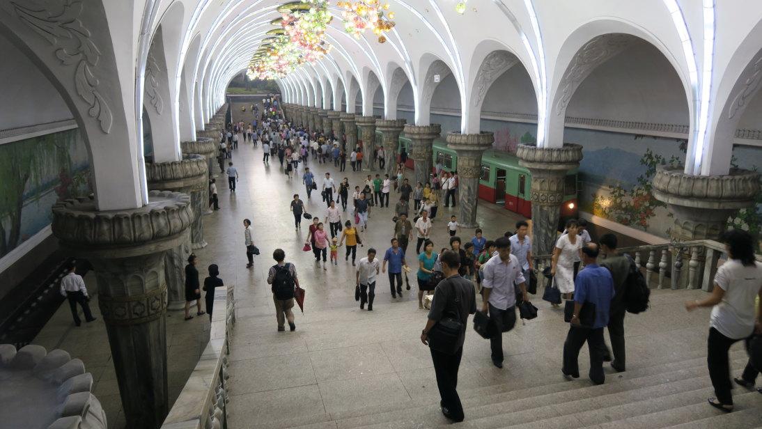 Estación Puhung del metro de Pyongyang.
