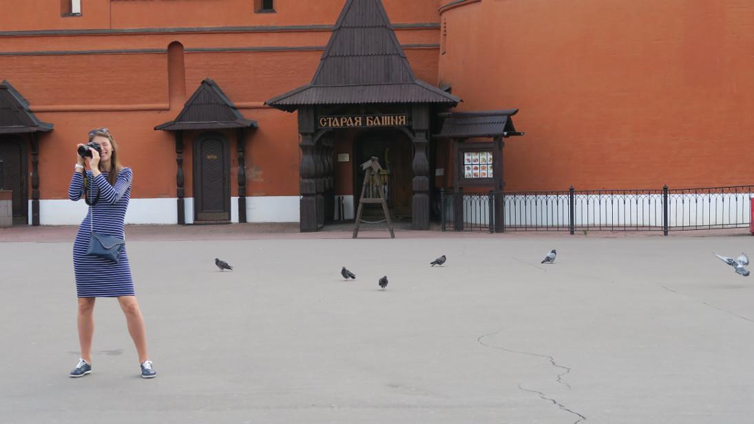 Fotógrafa en la Plaza de la Revolución.