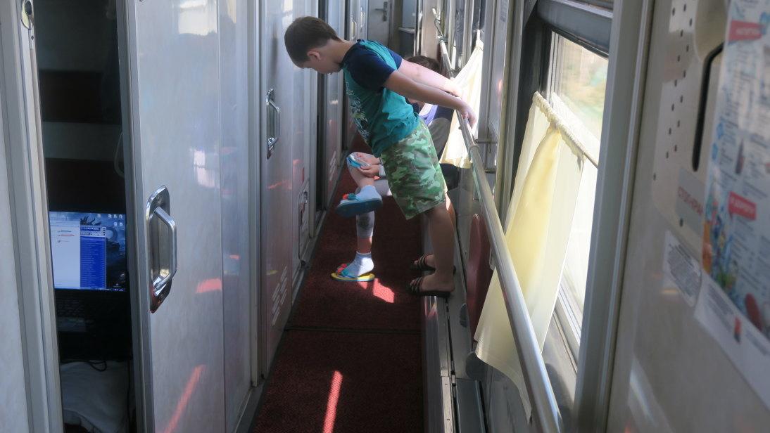 Niños del vagón y sinfonola.