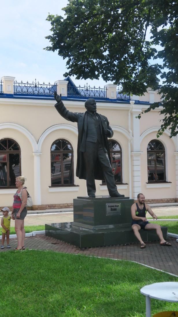 Estatua de Lenin en la estación de Ружино (Ruzhino).