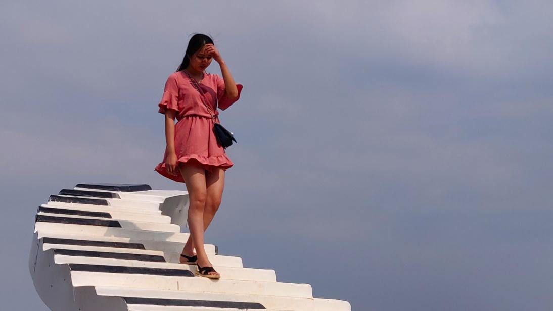 Chica descendiendo