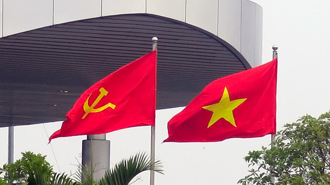Banderas en el Aeropuerto Internacional de Nội Bài