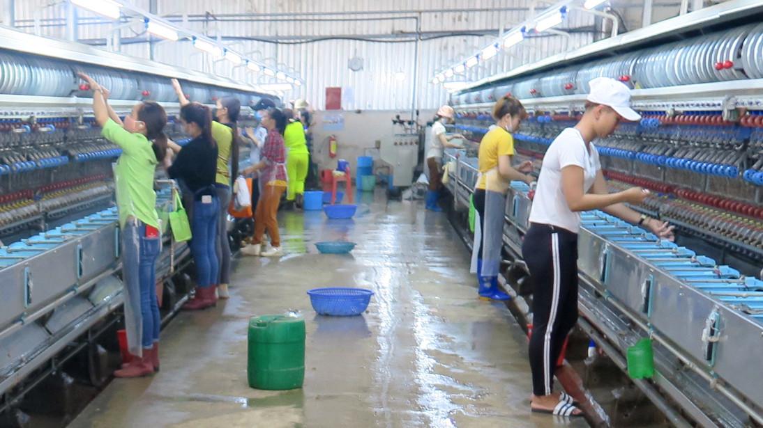 Trabajadoras de la seda en Đà Lạt