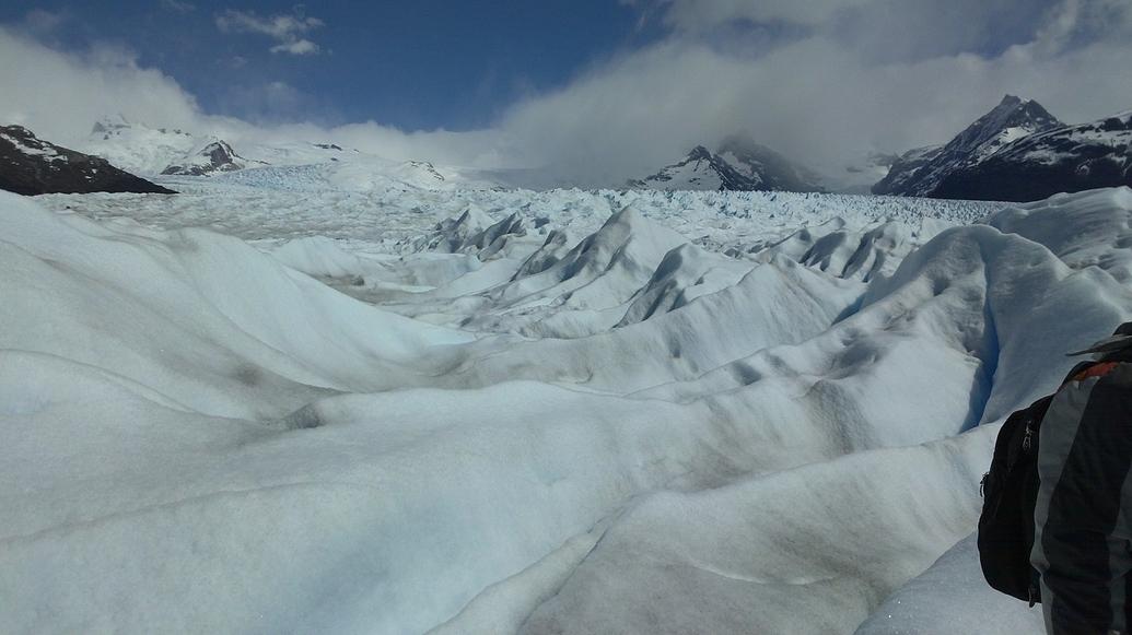 Internándose en el glaciar.