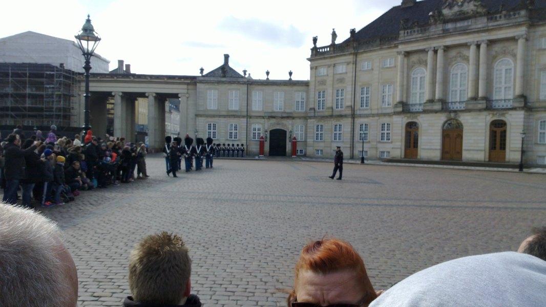 Cambio de guardia en Amalienborg.