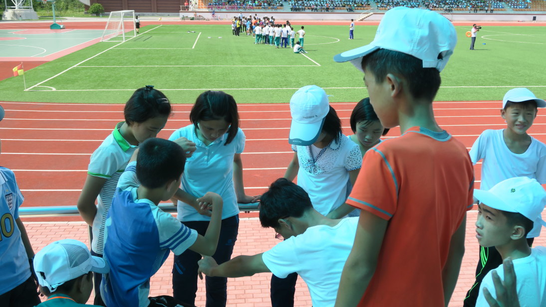 Niños jugando en el Campamento Internacional Infantil de Songdowon.