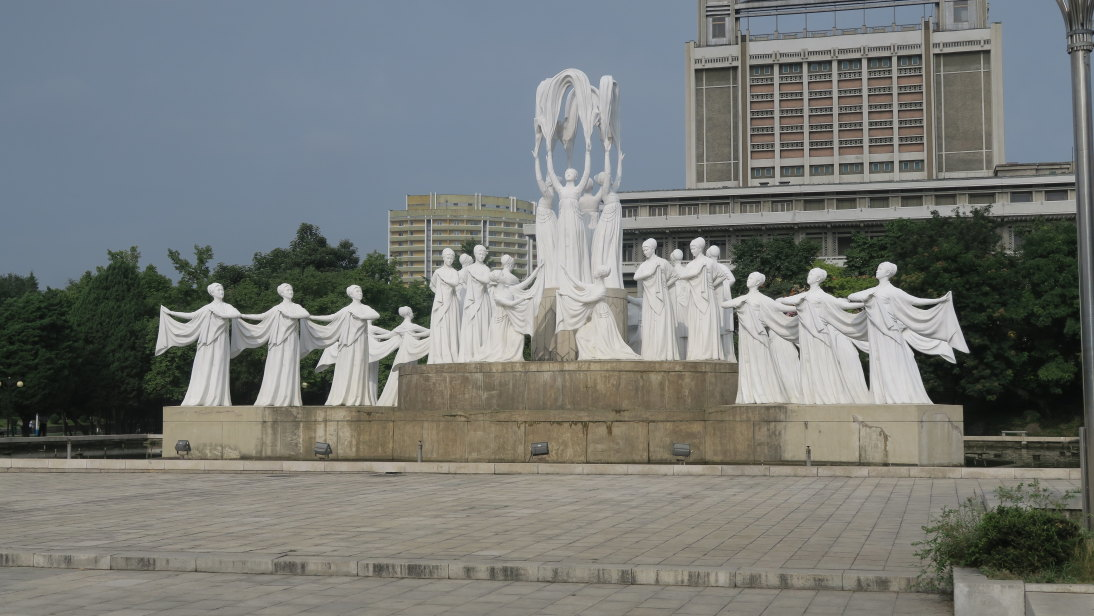 Bailarinas en el Parque de Surtidores, Hakdanggo