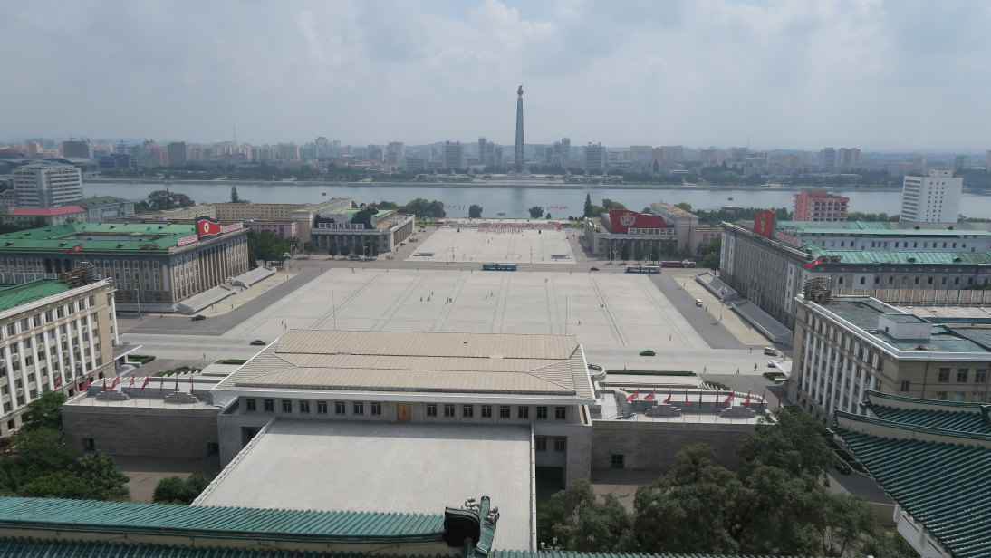 Plaza Kim Il-sung desde terraza del Gran Palacio de Estudios del Pueblo.