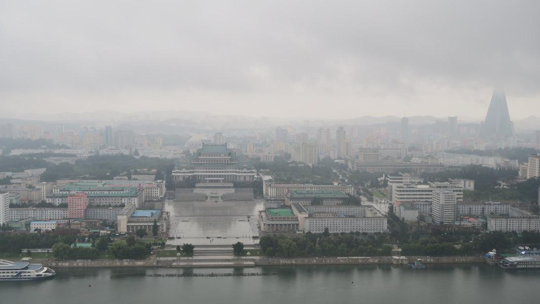 Plaza Kim Il-sung desde la Torre Juche.