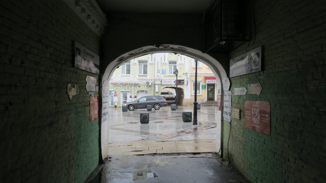 Túnel que da a la calle Almirante Fokin.