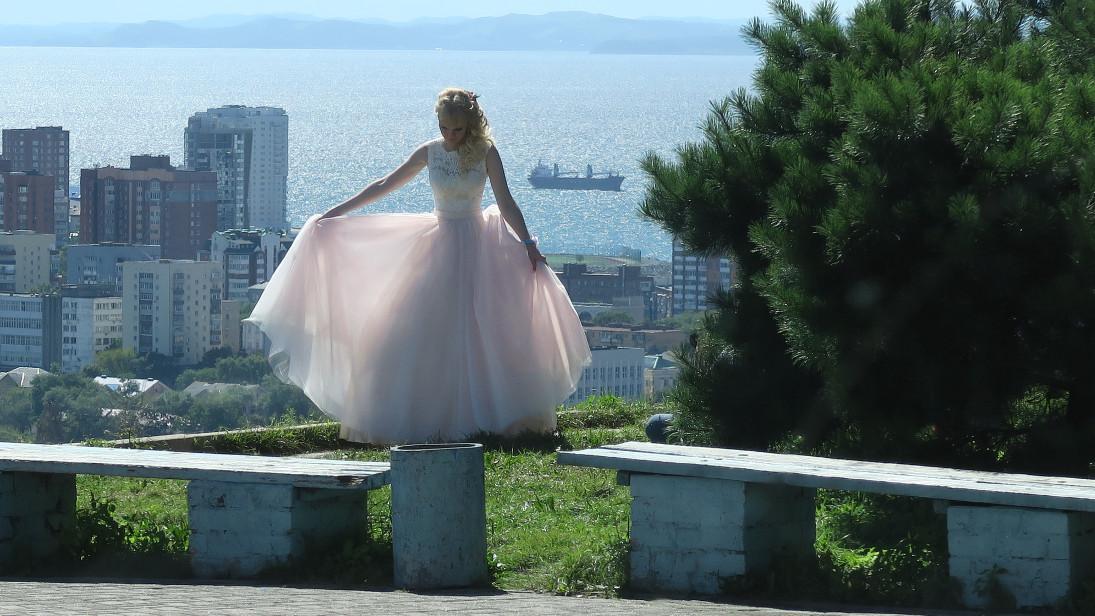 Novia en el mirador de Vladivostok.