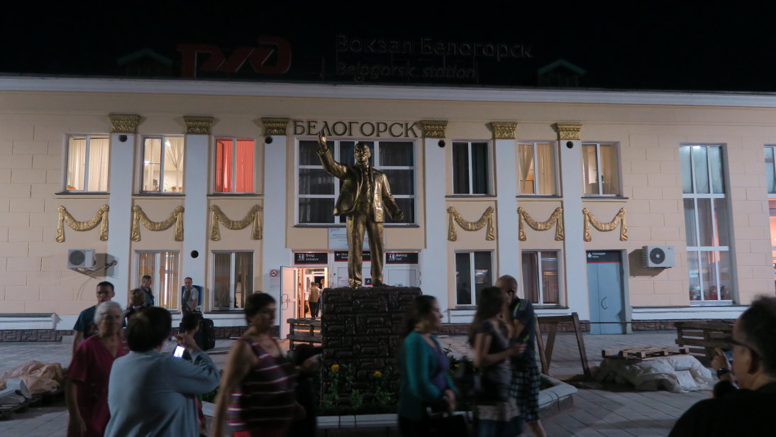 Estatua de Lenin en la estación de Белого́рск (Belogorsk).